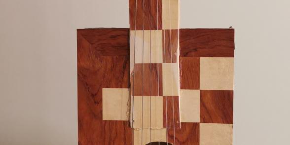 صورة العود الذي صنعه فداء بعد خروجه من السجن وهو نسخة طبق الأصل من العود الذي تمت مصادرته