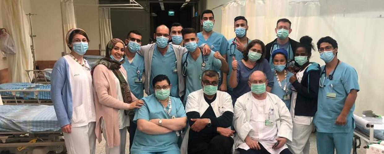 الدكتور رياض مجادلة وفريقه الطبي